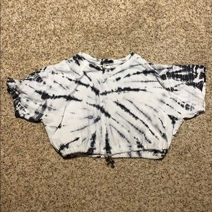 A cropped marble shirt